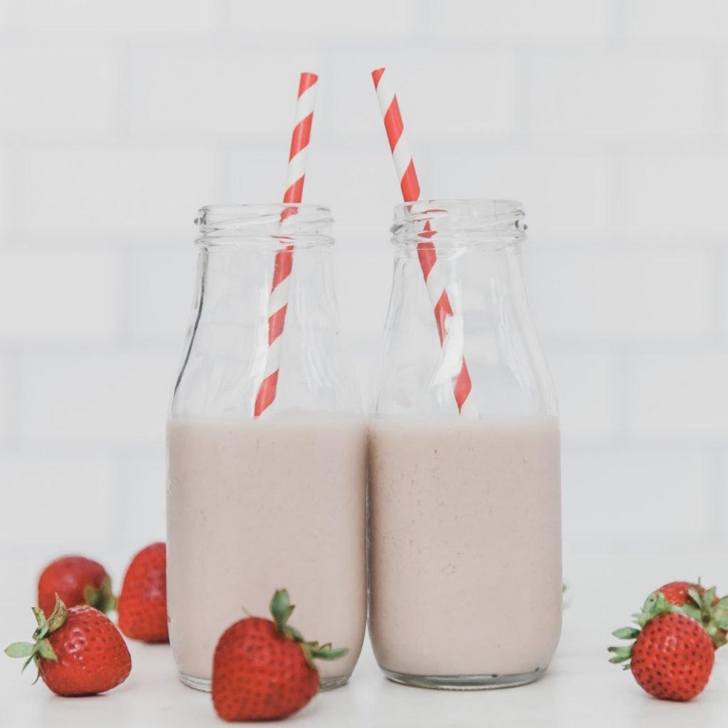 Healthy Strawberry Oat Milk